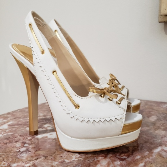 53d1228ce8005 NEW Bebe White And Gold Leather Bow Heels Size 6